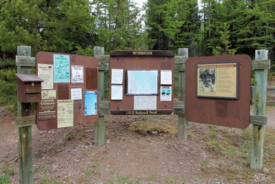Pyramid Pass Trailhead (416) information signs as they appeared on May 16, 2017
